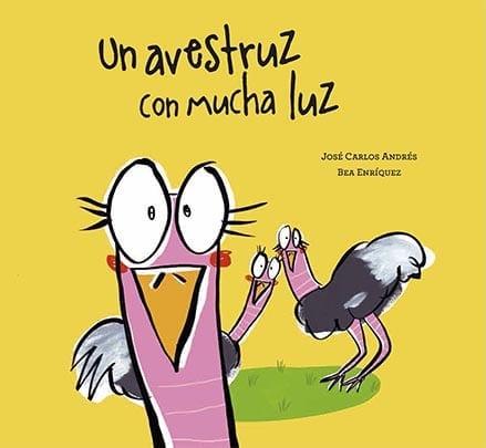 El avestruz Mariluz y sus dos amigas paseaban por la sabana. Los tres avestruces comían flores: