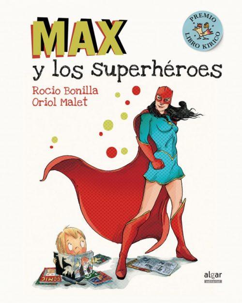 A Max le fascinan todos los superhéroes
