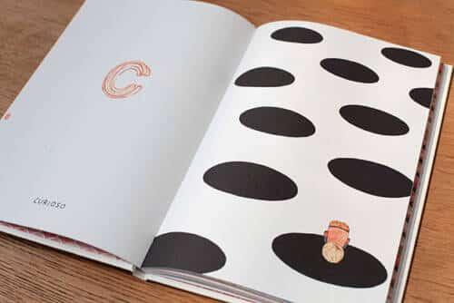 uno va explorando el mundo de las emociones. Las ilustraciones de Madalena Moniz suman una experiencia visual a este viaje de descubrimiento.